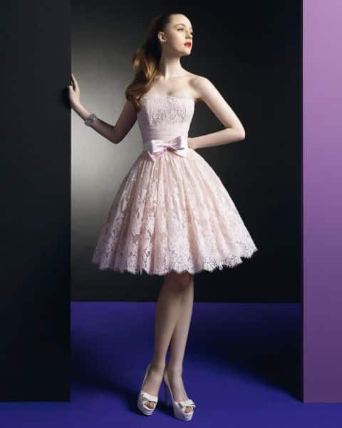 8e7ade380 ¿Porque el vestido de novia tiene que ser blanco  Original vestido de color  rosa con moño para un casamiento muy particular