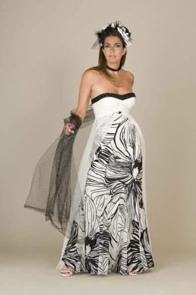 5552a6c5b Vestido de noche para embarazada estampado con flores en blanco y negro