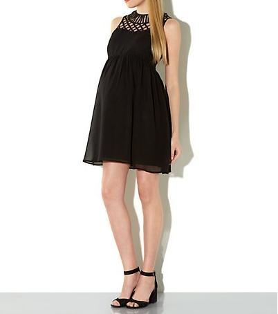 cb0d4bd6a Vestido de fiesta para embarazada con estilo premamá de color negro que se  ajusta sobre la cintura que sirve perfectamente para una boda