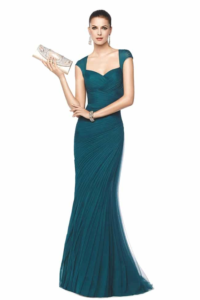 569f5d954 Más accesorios en una mujer para una fiesta puede ser contraproducente pero  si puede llevar aros