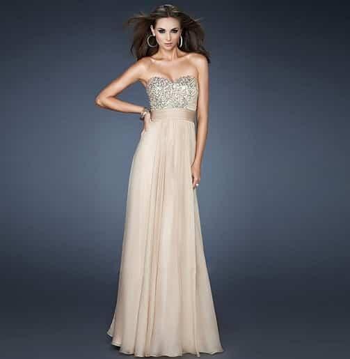 c4b892ab874 Vestidos para bodas donde no tienes que dejar en segundo plano a la novia  por lo cual no uses blanco