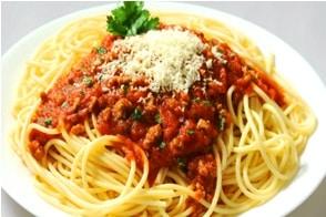 Receta de espaguetis con carne picada y tomate 5 f ciles for Como cocinar espagueti