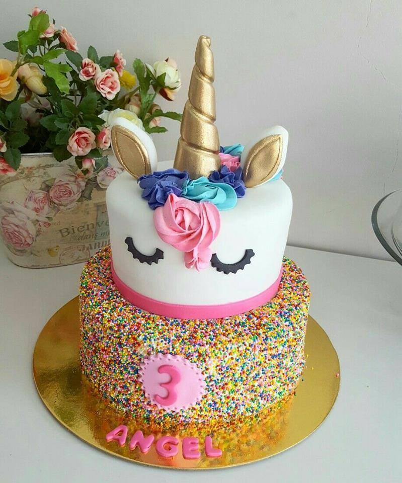 d6d3f09c0 Un claro ejemplo que el pastel de unicornio debe estar acompañado de  cupcakes con la misma temática con su cuerno en cada uno de ellos y una  poca cantidad ...